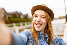 Free Selective Focus Photography Of Woman Taking Photo Of Herself Royalty Free Stock Photo - 126186995