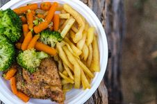 Free Sliced Meat With Vegetables And Potato Fries Royalty Free Stock Photography - 126187027