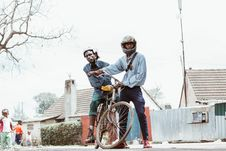 Free Person Wearing Helmet Holding Bicycle With Man Riding Royalty Free Stock Photos - 126187168