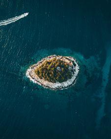 Free Bird S Eye View Photography Of Island Royalty Free Stock Photo - 126187575
