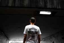 Free Man Wearing White And Black Burn Your Problems Printed T-shirt Stock Photo - 126187590