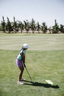Free Girl Playing Golf Royalty Free Stock Image - 126188226