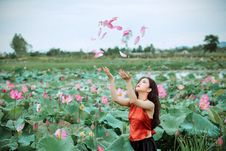 Free Woman Throwing Pink Petals Stock Images - 126188234