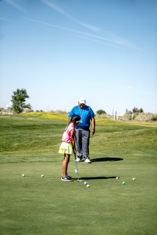 Free Girl Playing Golf Stock Images - 126188324