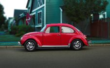 Free Red Volkswagen Beetle On Road Royalty Free Stock Photos - 126188388