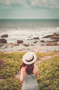 Free Selective Focus Photography Of Woman Wear White Fedora Hat Standing On Green Plant Watching Sea Stock Photography - 126188722