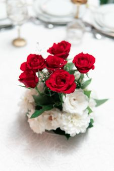 Free Red And White Rose Flowers In Vase On White Surface Stock Photography - 126188732