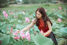 Free Woman In Red Top Holding Pink Lotus Flower Royalty Free Stock Images - 126188769