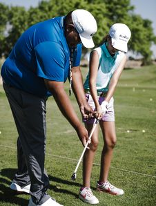 Free Man Teaching Girl How To Putt Royalty Free Stock Photography - 126188797