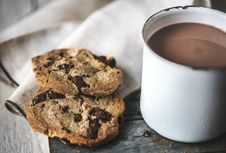 Free Chocolate Chip Cookies Near Chocolate Drink Royalty Free Stock Image - 126189236