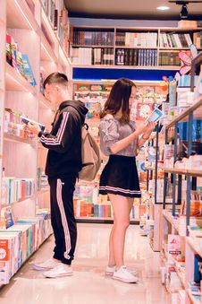 Free Man And Woman Reading Books Stock Photography - 126189262