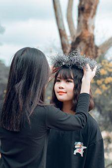 Free Woman Putting Crown On Women S Head Stock Photos - 126189663
