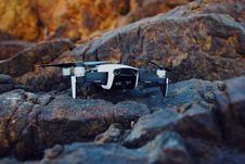 Free Shallow Focus Photography Of White And Black Quadcopter Drone Royalty Free Stock Photos - 126189908