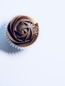 Free Chocolate Cupcake On White Surface Royalty Free Stock Photo - 126189935