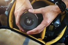 Free Person Holding Black Camera Lens Royalty Free Stock Images - 126190149
