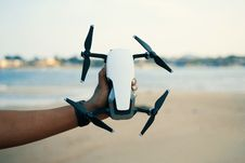 Free Person Holding White And Black Quadcopter Drone Stock Photo - 126190220