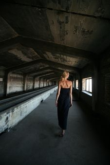 Free Woman Walking Indoors Stock Image - 126190811