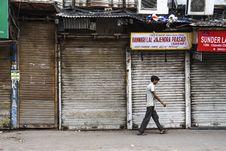Free Man Wearing White Shirt Walking Beside Gray Building Royalty Free Stock Images - 126190989