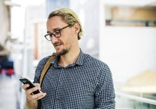Free Man Holding Black Android Smartphone While Smiling Stock Photography - 126191012