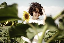 Free Woman Standing In The Middle Of Sunflower Field Royalty Free Stock Photo - 126191305