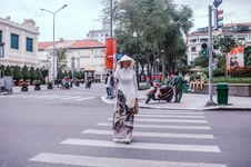 Free Woman Crossing Royalty Free Stock Photos - 126191318
