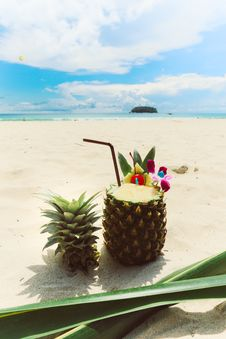 Free Photo Of Pineapple On Sand Royalty Free Stock Photos - 126191528