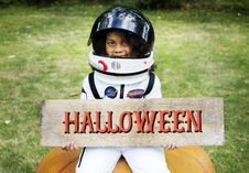 Free Girl Holding Halloween Decor Royalty Free Stock Photo - 126191625