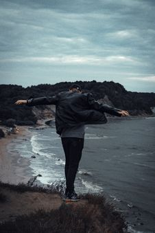 Free Man Standing On Cliff Facing Body Of Water Royalty Free Stock Photo - 126192045