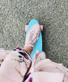 Free Person Riding Green Penny Board Stock Images - 126192664