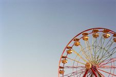 Free Red And Yellow Ferris Wheel Photo Stock Image - 126192701