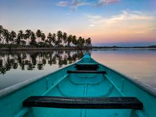 Free Blue And Gray Boat On Water Royalty Free Stock Photography - 126192737