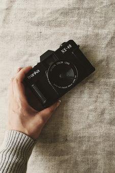Free Person Holding Black Franka Nx-40 Slr Camera Stock Photography - 126192912