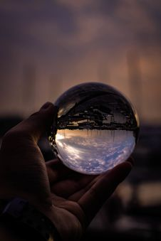 Free Person Holding Glass Ball Stock Photography - 126193252