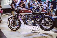 Free Brown Honda Motorcycle Displayed Inside Building With People Royalty Free Stock Image - 126193506