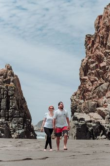 Free Couple Near Walking Near Rock Formations Royalty Free Stock Images - 126193829