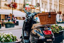 Free Brown Wicker Basket On Black Motor Scooter Stock Photos - 126194073
