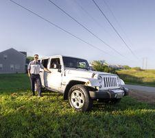 Free Man Standing Near White Jeep Wrangler Suv Royalty Free Stock Photo - 126194295