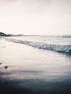 Free Landscape Photography Of Seashore With Calm Sea Waves Under Gray Skies Stock Photo - 126194700