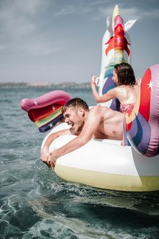 Free Couple On Inflatable Raft Royalty Free Stock Image - 126195006