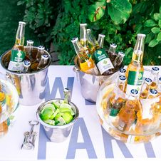 Free Photography Of Beer Bottles On Buckets Royalty Free Stock Photo - 126195235