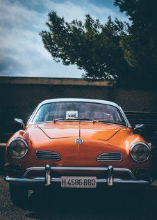 Free Classic Orange Volkswagen Vehicle Stock Images - 126195414