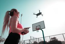 Free Woman Controlling Black Drone Royalty Free Stock Photos - 126195598