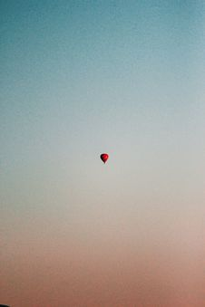 Free Red Hot Air Balloon On Sky Royalty Free Stock Photography - 126195697