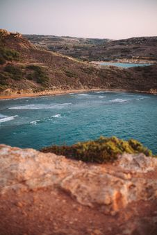 Free Top View Of Cliff Near Shore Stock Photo - 126195740
