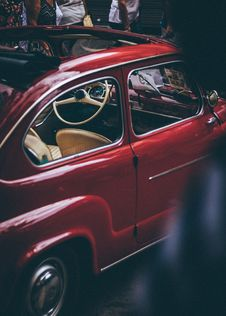 Free Red Volkswagen Beetle Coupe With Sunroof Stock Photography - 126195872