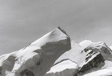 Free Snowy Mountain Peak Royalty Free Stock Photography - 126195917