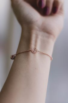 Free Person Wearing Pink Gold-colored Faith Bracelet Stock Photography - 126195972