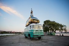 Free Teal Bus With Yellow Car On Roof Stock Photos - 126245803