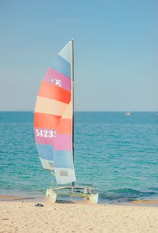 Free Multicolored Sail Boat On Shore Overlooking Sea Under Daytime Sky Stock Photos - 126245903