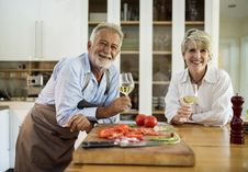 Free Man And Woman Holding Wine Glasses Royalty Free Stock Images - 126404919
